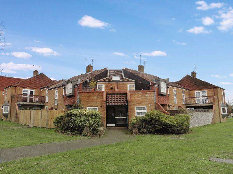 2 Bedrooms Apartment Flat for sale in Parkside Drive, Dunstable