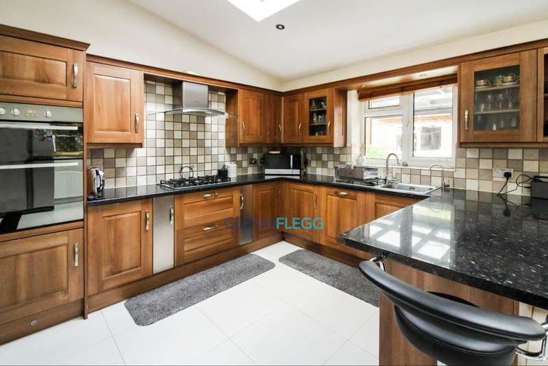 3 Bedrooms Terraced House for sale in Wexham, The Normans