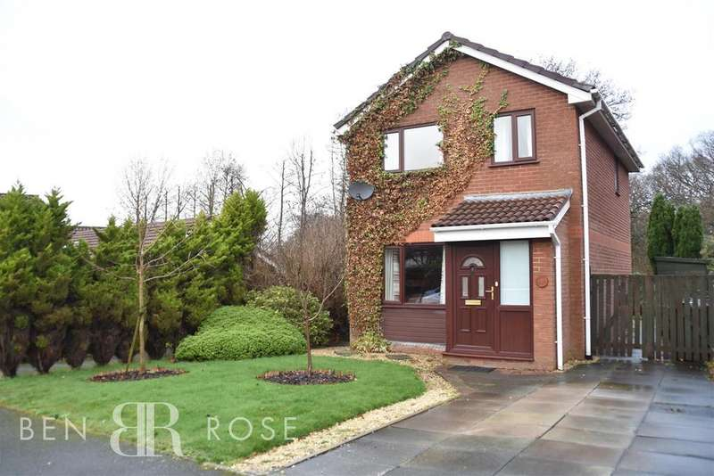 3 Bedrooms Detached House for sale in The Cedars, Chorley