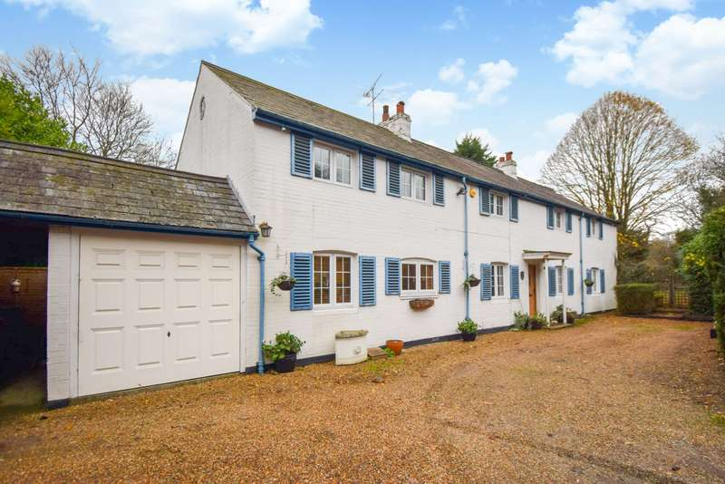5 Bedrooms Detached House for sale in Taplow Common Road, Burnham, SL1