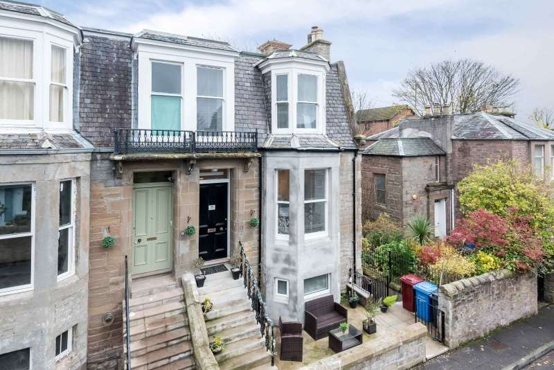 4 Bedrooms Town House for sale in Osborne Place, Dundee, DD2 1BE
