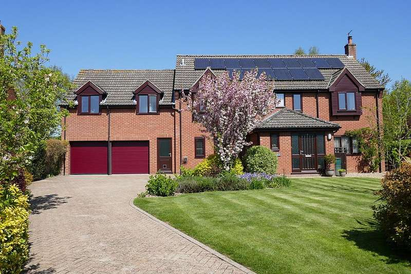 6 Bedrooms Detached House for sale in Orchard Close, Barford, Norfolk, NR9