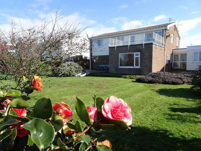 5 Bedrooms Detached House for sale in REST BAY CLOSE, REST BAY, PORTHCAWL, CF36 3UN