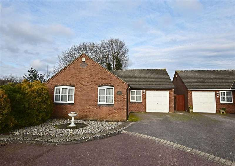 3 Bedrooms Bungalow for sale in Keswick Close, Longlevens
