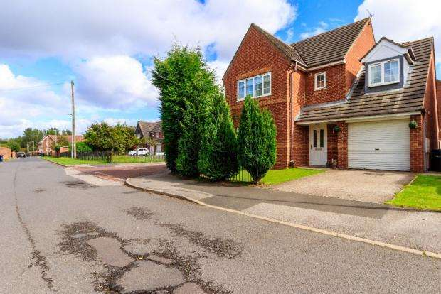 4 Bedrooms Detached House for sale in The Brambles, Birtley DH3