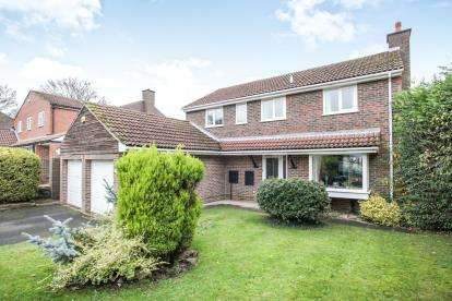 4 Bedrooms Detached House for sale in Royce Close, Dunstable, Bedfordshire, England