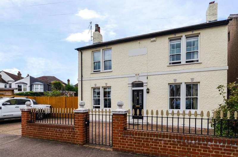 4 Bedrooms Detached House for sale in Clarence Crescent, Sidcup, DA14 4DG