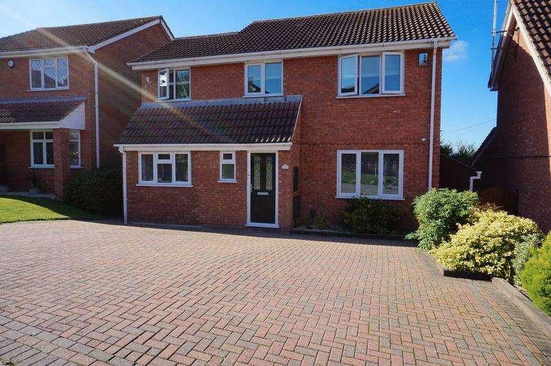 5 Bedrooms Detached House for sale in Biddenden Court, Basildon