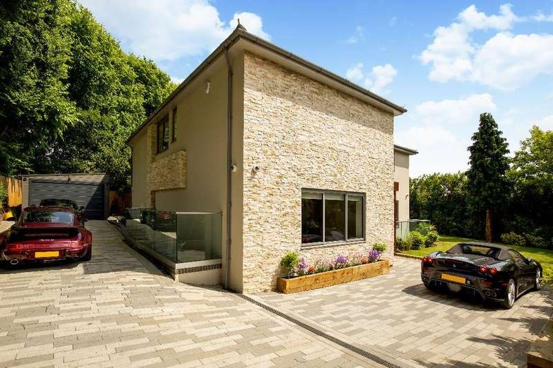 4 Bedrooms Detached House for sale in Kelly Road, Hove, East Sussex, BN3
