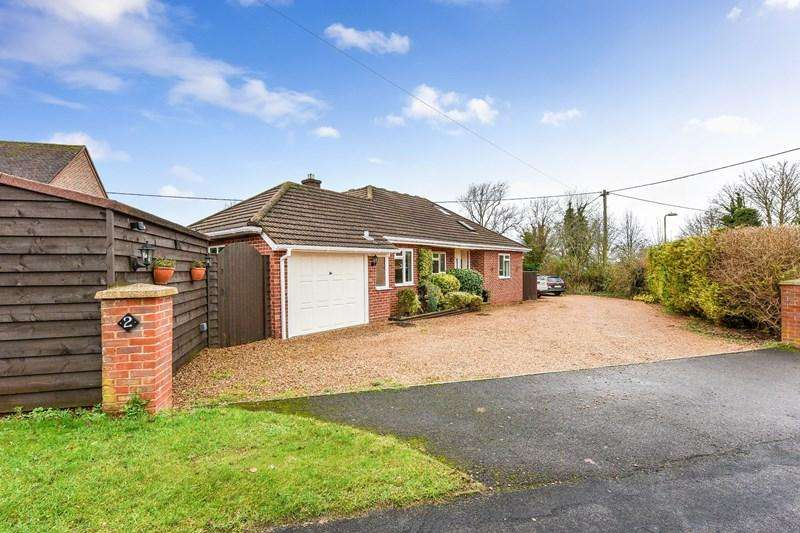 4 Bedrooms Chalet House for sale in Highlands Road, Andover