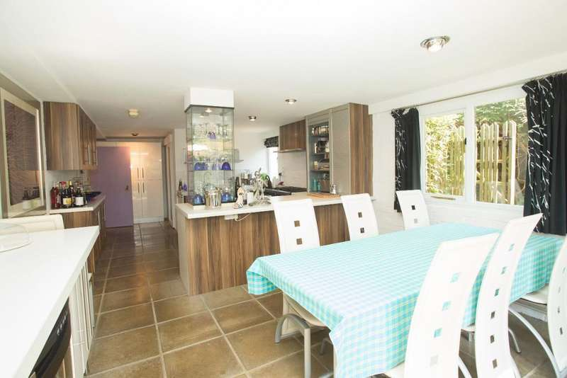 5 Bedrooms Detached House for sale in Coldharbour Road, Upper Dicker, East Sussex, BN27 3PZ
