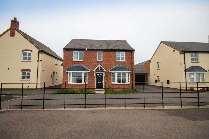 4 Bedrooms Detached House for sale in Lumley Close, Derby