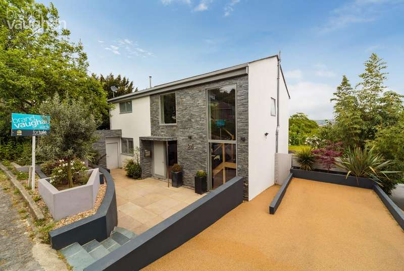 4 Bedrooms Detached House for sale in Tongdean Rise, Brighton, BN1