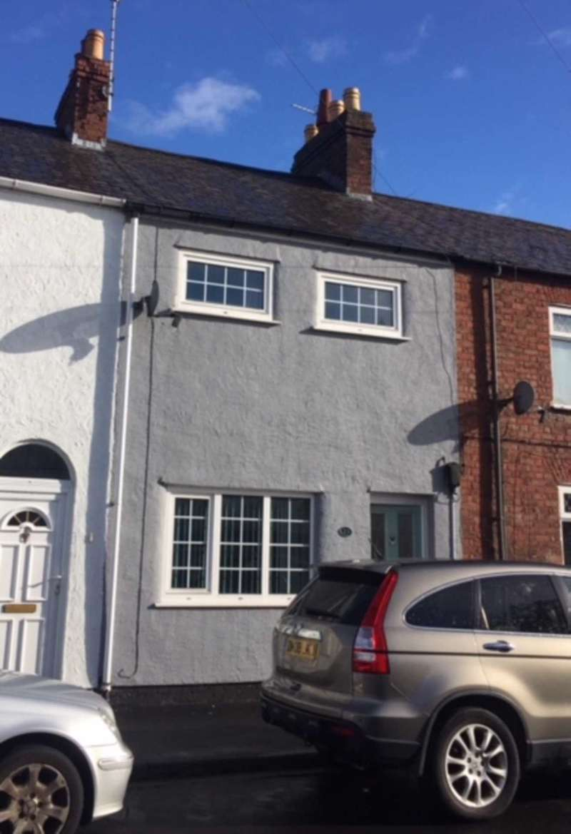 2 Bedrooms Terraced House for sale in Bridge Street, Mold, Flintshire. CH7 1LW