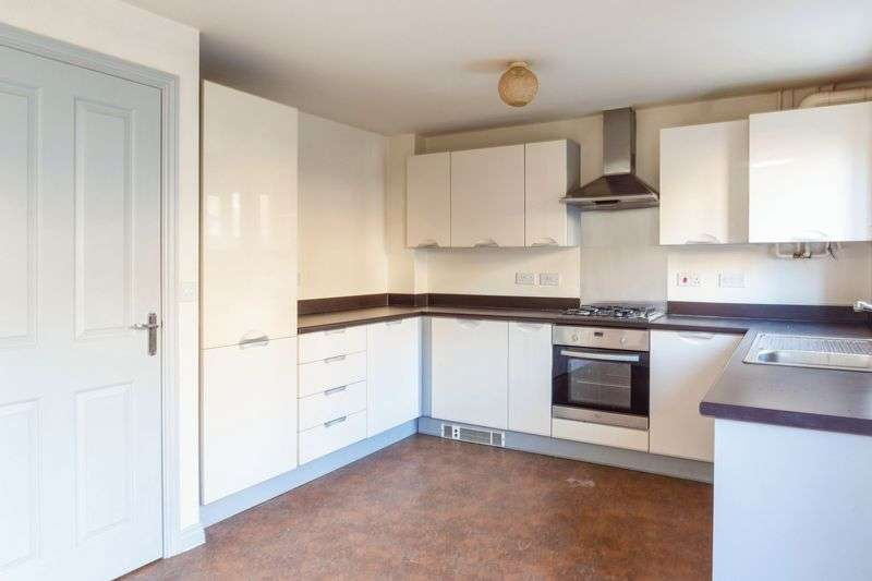 3 Bedrooms Property for sale in Greenkeepers Road, Bedford, MK40