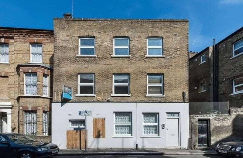 4 Bedrooms Property for sale in Elliotts Row, London