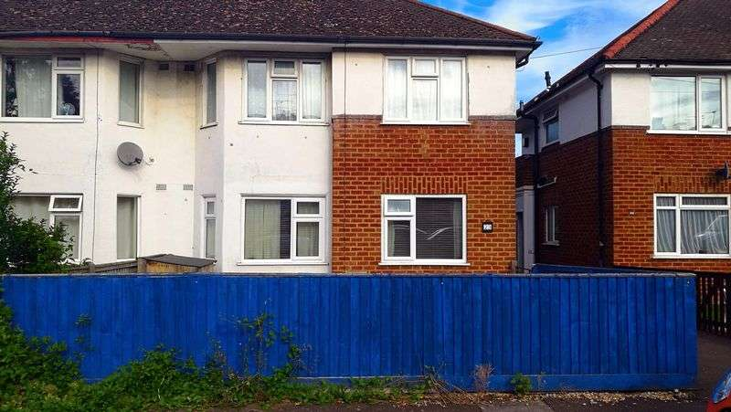 2 Bedrooms Property for sale in St. Georges Drive, Cheltenham