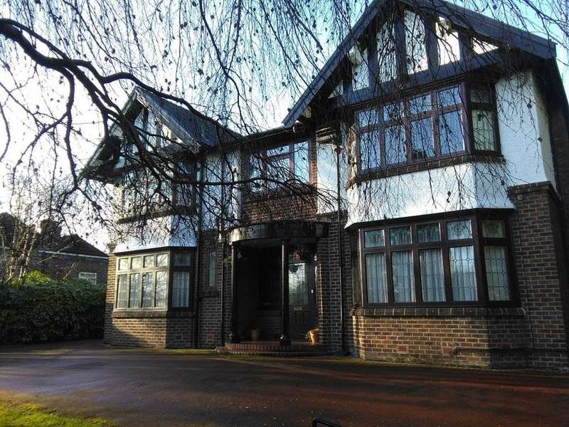 5 Bedrooms Detached House for sale in Sedgley Park Road, Prestwich