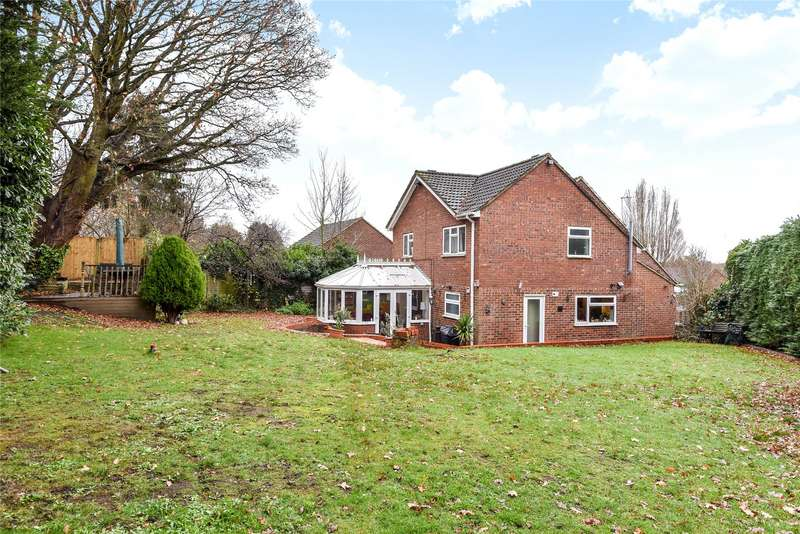 5 Bedrooms Semi Detached House for sale in Caves Farm Close, Sandhurst, Berkshire, GU47