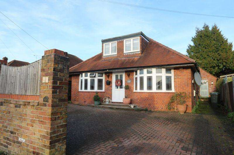 4 Bedrooms Detached Bungalow for sale in The Crescent, High Wycombe