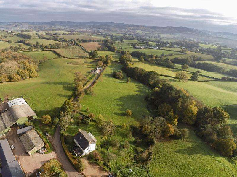 4 Bedrooms Farm House Character Property for sale in Pen-Y-Lan Farm, Dingestow, Monmouth