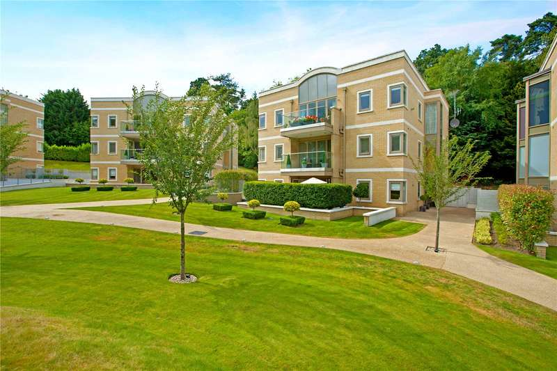 3 Bedrooms Flat for sale in The Park, South Park View, Gerrards Cross, SL9