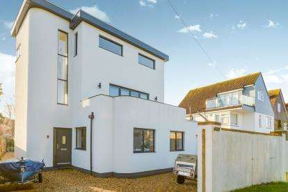 4 Bedrooms Detached House for sale in Hayling Island, Hampshire, United Kingdom