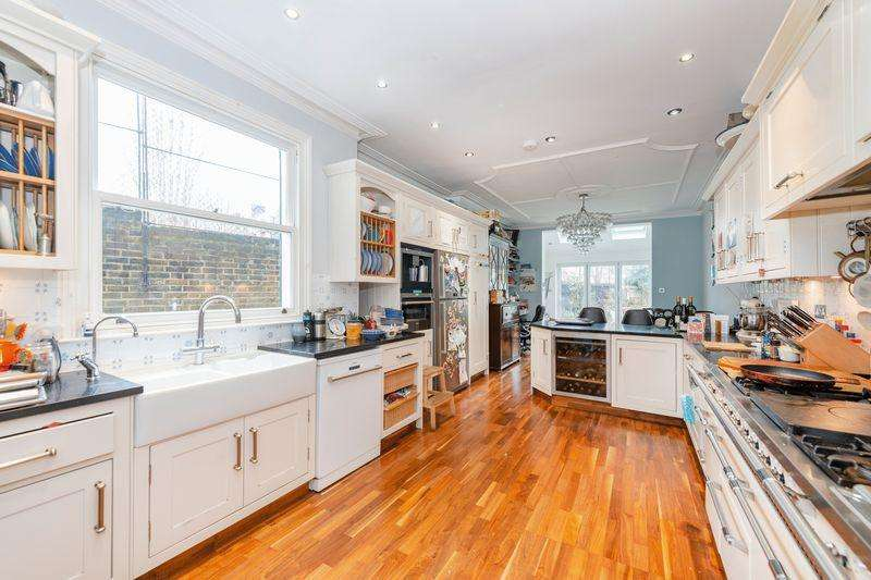 5 Bedrooms End Of Terrace House for sale in Elmfield Road, Balham, SW17