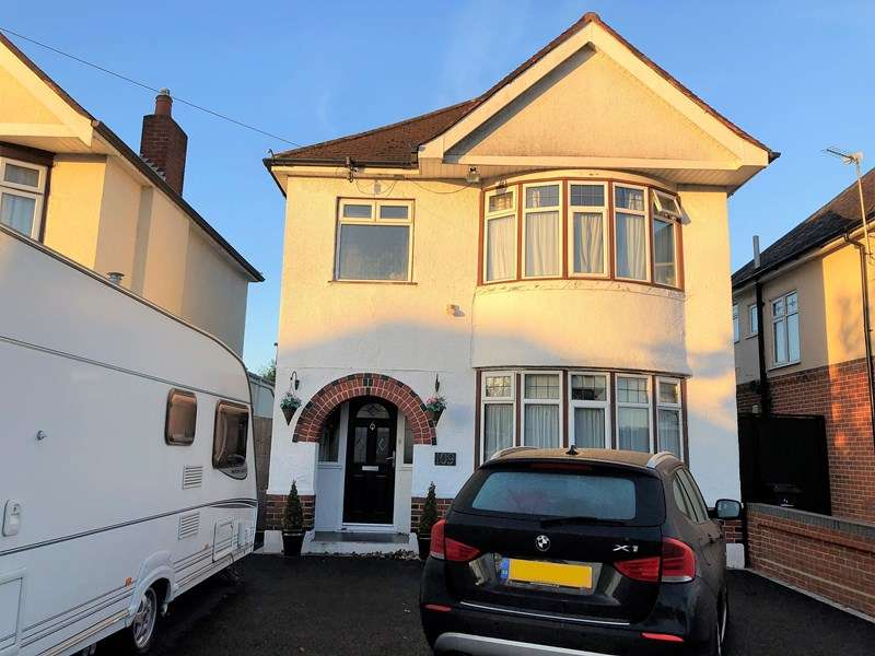 3 Bedrooms Detached House for sale in Leybourne Avenue, Northbourne, Bournemouth