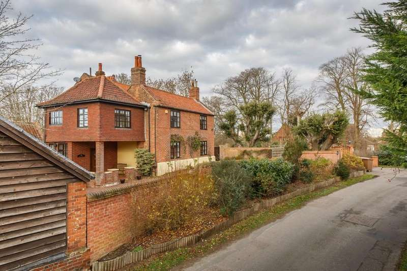 6 Bedrooms Detached House for sale in Skinners Lane, Wroxham