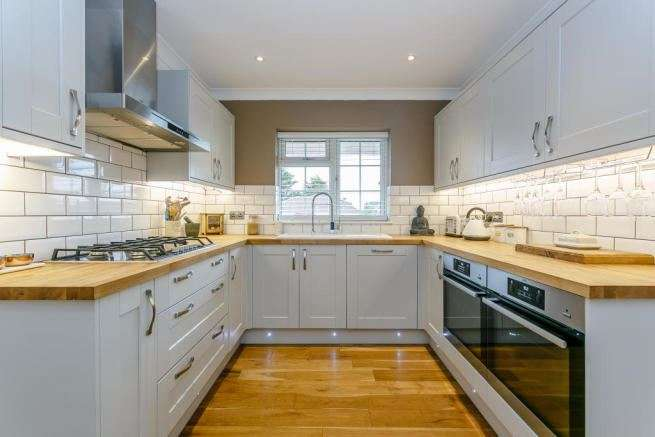 5 Bedrooms Property for sale in Downs Walk, Peacehaven, East Sussex, BN10 7ST
