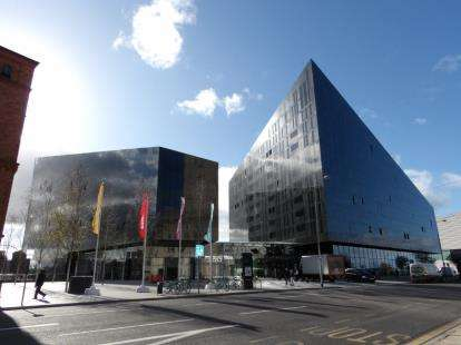 3 Bedrooms Flat for sale in Mann Island, Liverpool, Merseyside, L3