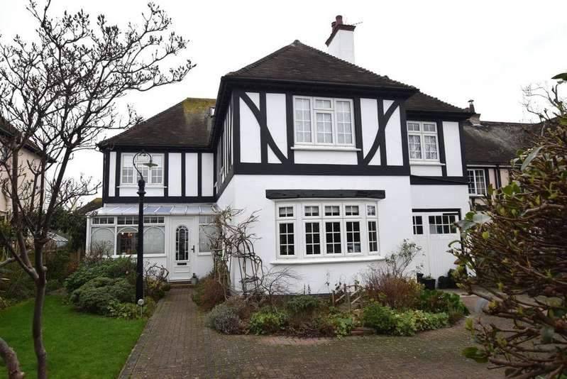 5 Bedrooms Detached House for sale in Herdson Road, Folkestone