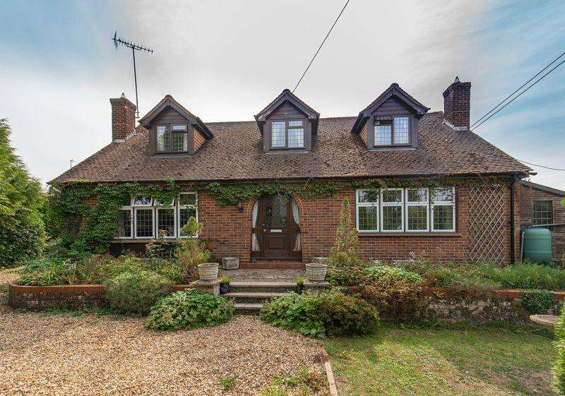 4 Bedrooms Detached House for sale in Cryers Hill, Hughenden