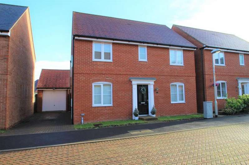 4 Bedrooms Detached House for sale in Three Mile Cross, Reading, RG7