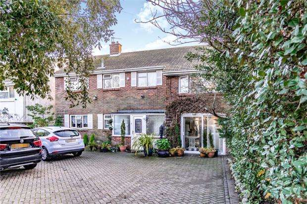 5 Bedrooms Detached House for sale in Sea Front, Hayling Island, Hampshire