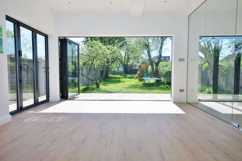 5 Bedrooms Semi Detached House for sale in The Hollands, Worcester Park