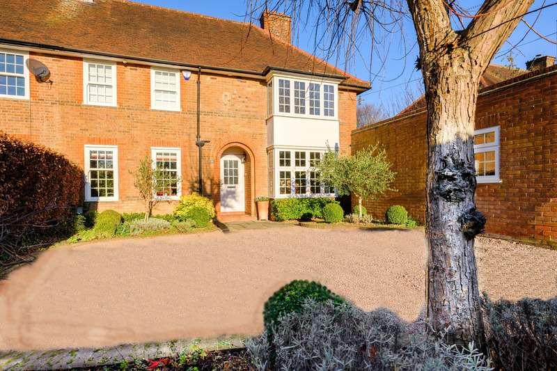6 Bedrooms Semi Detached House for sale in Russellcroft Road, Welwyn Garden City, AL8