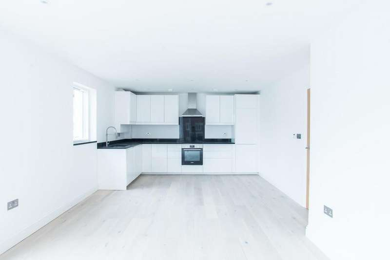 3 Bedrooms Apartment Flat for sale in Ongar Road, Brentwood