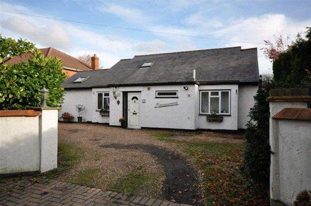 4 Bedrooms Detached Bungalow for sale in Chesham Road, Bovingdon