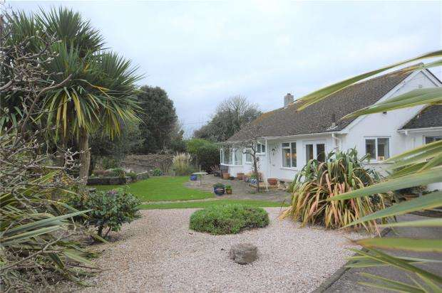 2 Bedrooms Detached Bungalow for sale in Furzehill Road, Torquay, Devon