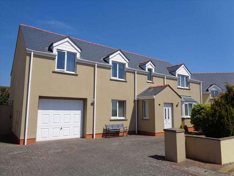 4 Bedrooms Detached House for sale in 7 Fairways