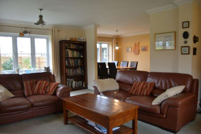 5 Bedrooms Detached House for sale in The Hawthorns, Burnham-on-Crouch
