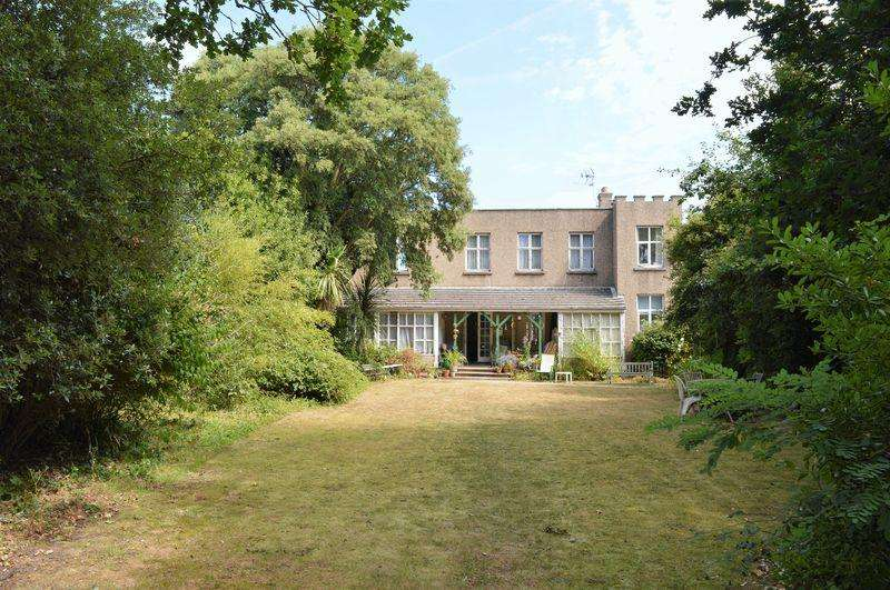 4 Bedrooms Unique Property for sale in Victoria Avenue, Hayling Island