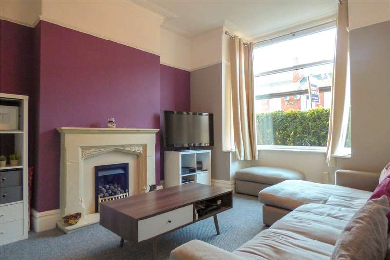 3 Bedrooms Semi Detached House for sale in Kings Road, Ashton-under-lyne, Lancashire, OL6