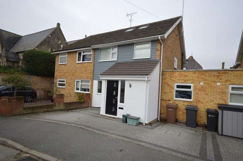 4 Bedrooms Semi Detached House for sale in Mews Court, Chelmsford, CM2