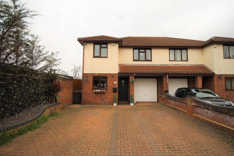 3 Bedrooms Semi Detached House for sale in Park Mews, SOUTH HORNCHURCH, Essex