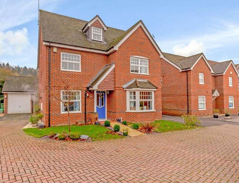 4 Bedrooms Detached House for sale in Rowlock Gardens, Hermitage, Thatcham, Berkshire, RG18
