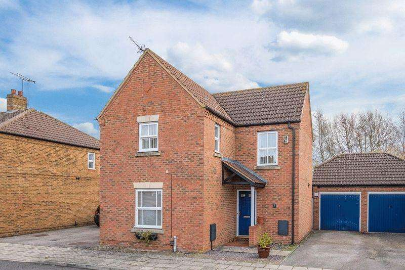 3 Bedrooms Detached House for sale in Parmiter Close, Aylesbury