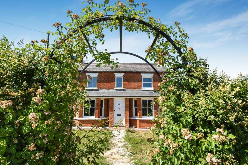 4 Bedrooms Detached House for sale in Forest Road, Binfield, Berkshire, RG42